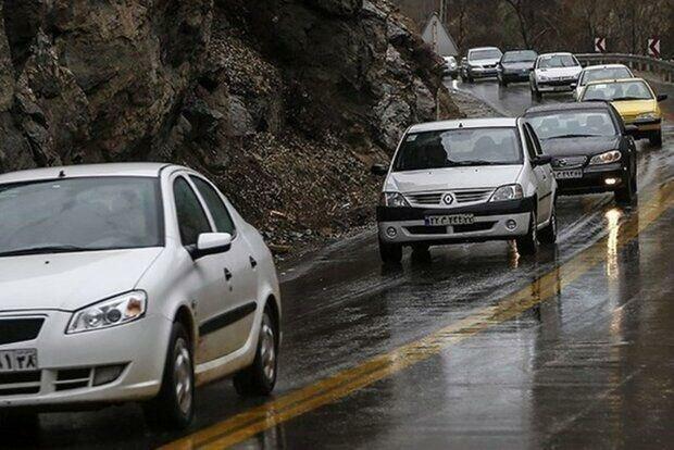 عکس ، بازگشت مسافرانی که اصرار بر ورود به گیلان داشتند ، ترافیک پرحجم در محور هراز