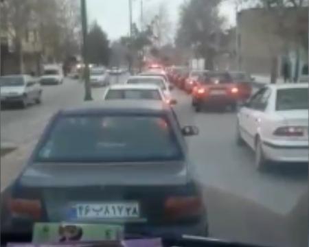 وقتی خودروی آمبولانس پشت ترافیک نوروزی گیر می کند!